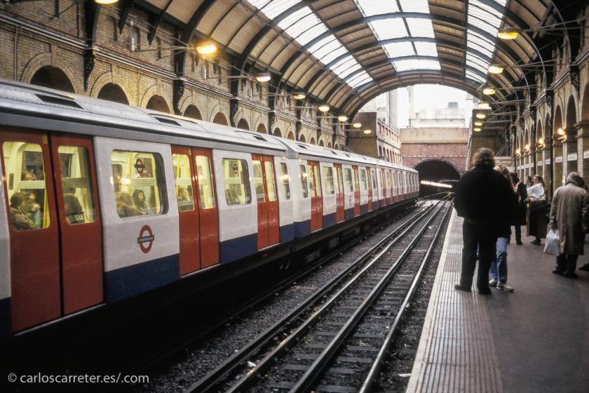 Aunque por supuesto, el más famoso para los turistas, es el sistema del metro londinense,