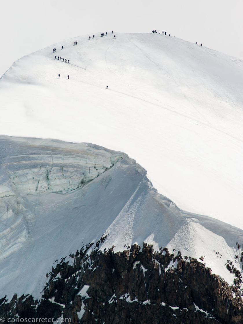 O con los alpinistas subiendo al Breithorn en la frontera en Suiza e Italia, también cerca de Zermatt.