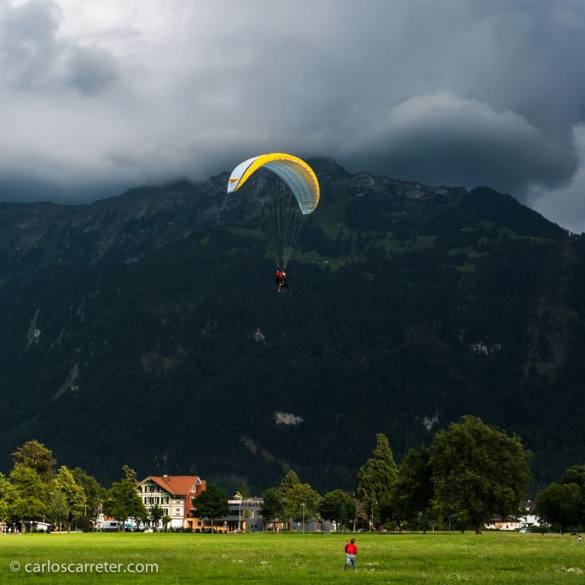 O en el llano rodeado de gigantes alpinos de Interlaken.