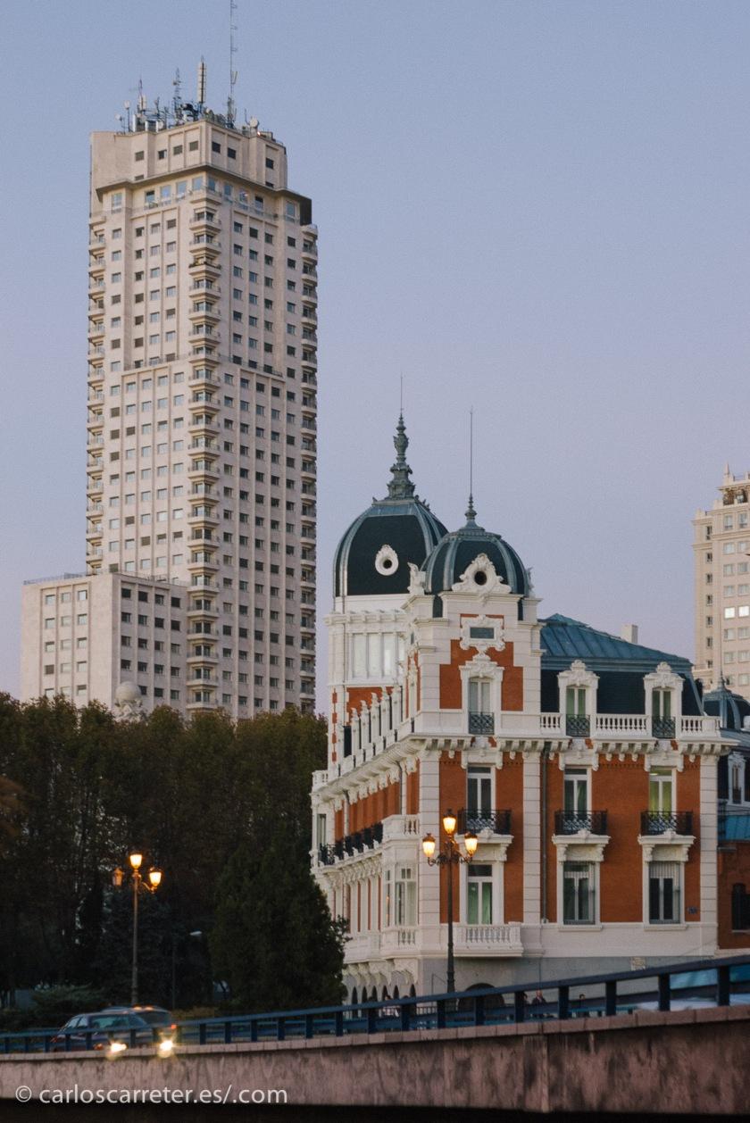 Se desarrolla la mayor parte del tiempo en Madrid... un Madrid muy tranquilo y recogido.