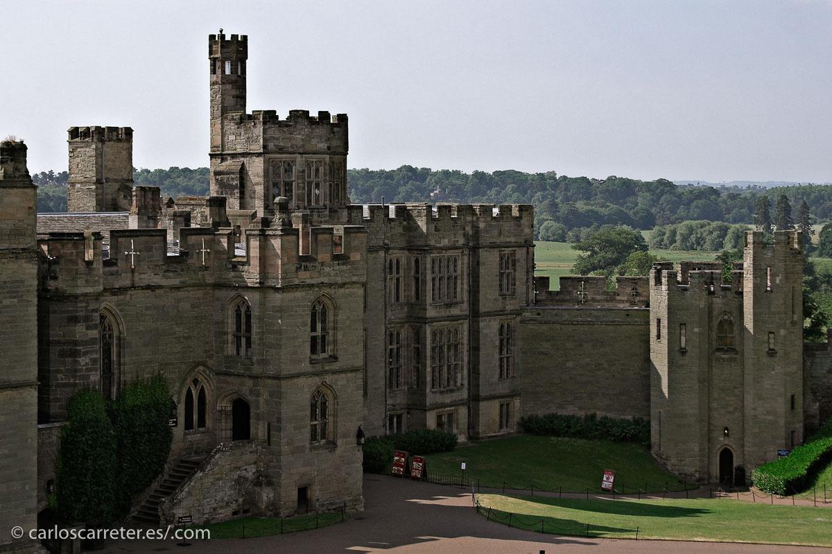 En el episodio final, el especial de Navidad de 2015, se ruedan algunas escenas en un castillo que me recordó al de Warwick.
