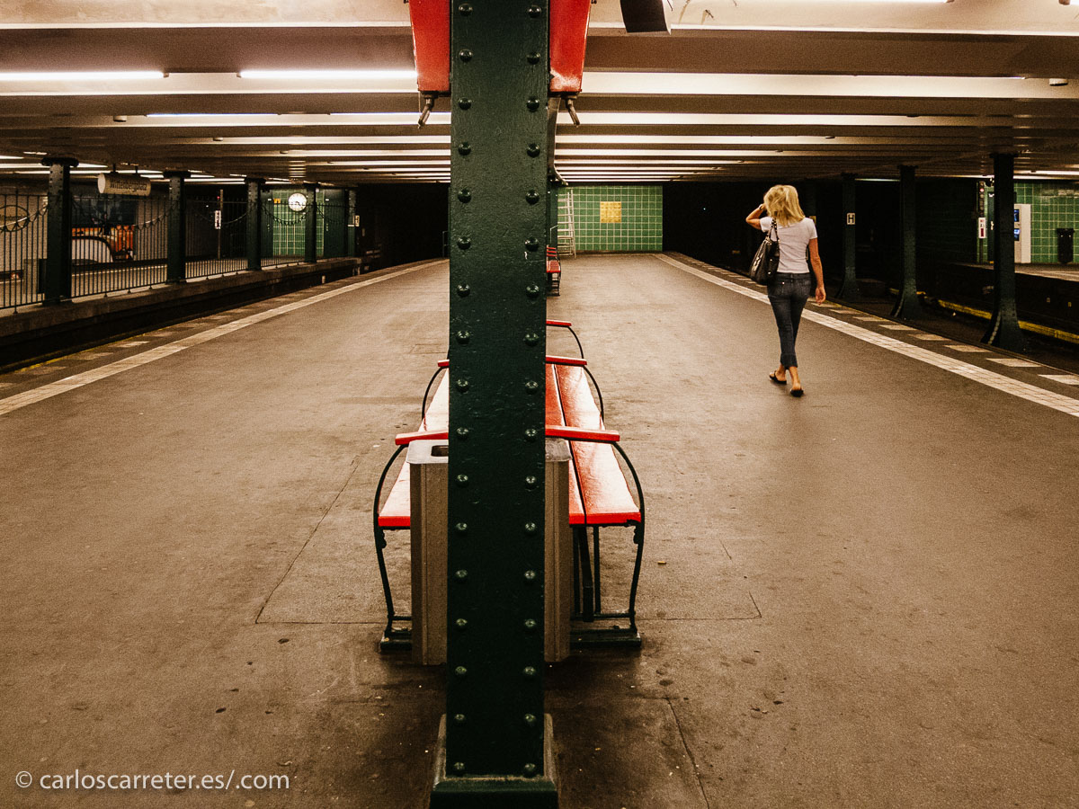 Incluido los túneles del metro, donde ha sido vista una misteriosa mujer rubia, en un momento de gran tensión.