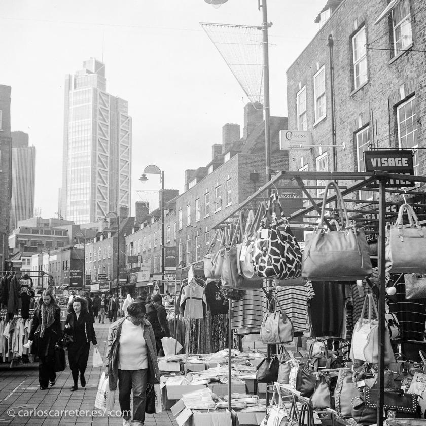 Unos barrios de Londres tradicionalmente asociados con las malas condiciones sociales que derivaron del crecimiento descontrolado de la revolución industrial.