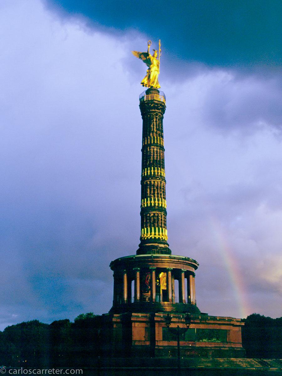 A pesar del tema, tan apenas visitamos Berlín en el libro.