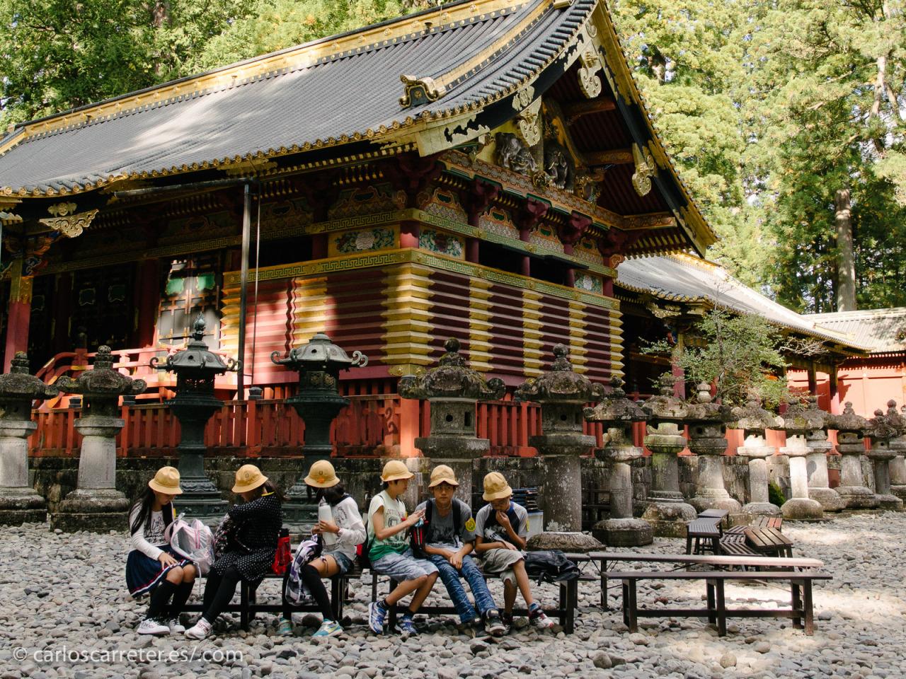 Y despidiéndonos desde los santuarios de Nikko, me hace gracia todo el rollo que se llevan durante todo el libro con el libro del oráculo del I-Ching y esas cosas del yin y el yang... oye...