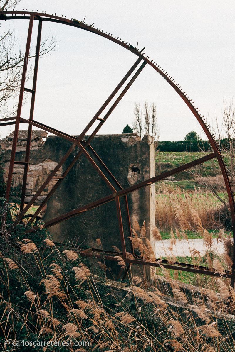 Por algunas indicaciones al final de los títulos de crédito, los Monegros, el campo de Belchite, la Violada o la Hoya de Huesca pueden haber sido algunas de las localizaciones escogidas.