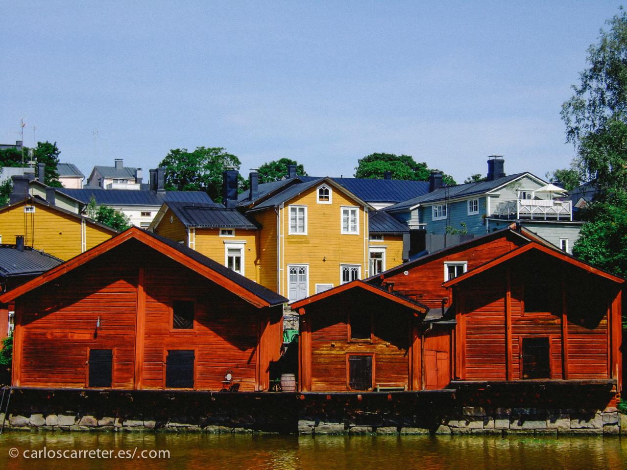 Casitas de madera en Porvoo, Finlandia, otro país con alta movilidad social. En el encabezado, Washington Square en Estados Unidos, donde si has nacido pobre lo tienes bastante más chungo.