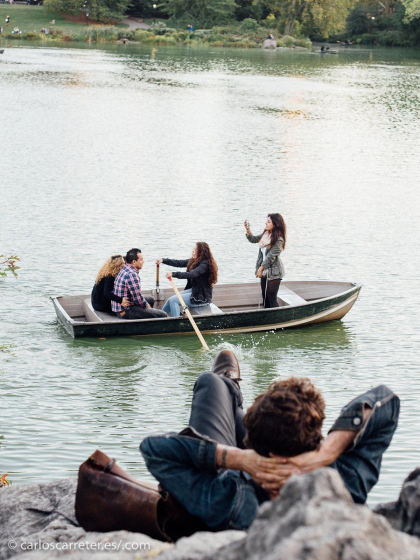 O por qué no darse una vuelta por Central Park, donde tantos romances hemos visto hacerse y deshacerse en el cine.