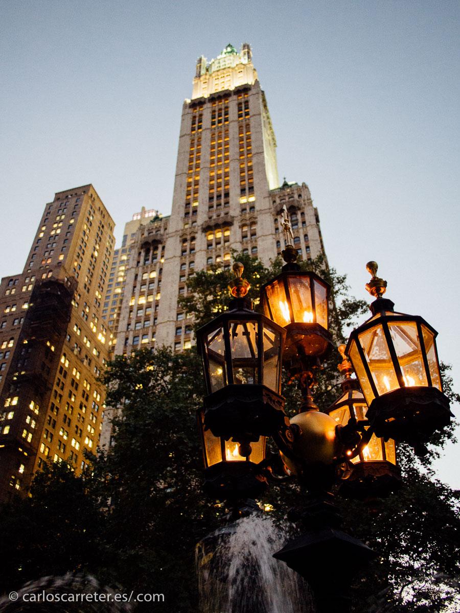 """O paseando en el crepúsculo por el """"downtown"""", el bajo Manhattan."""