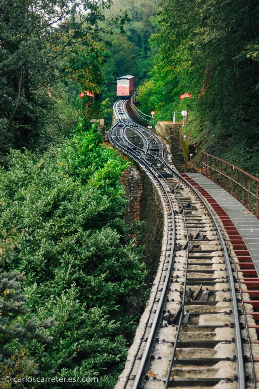 O quizá trepemos en Lugano con el funicular a lo alto del Monte Bre.