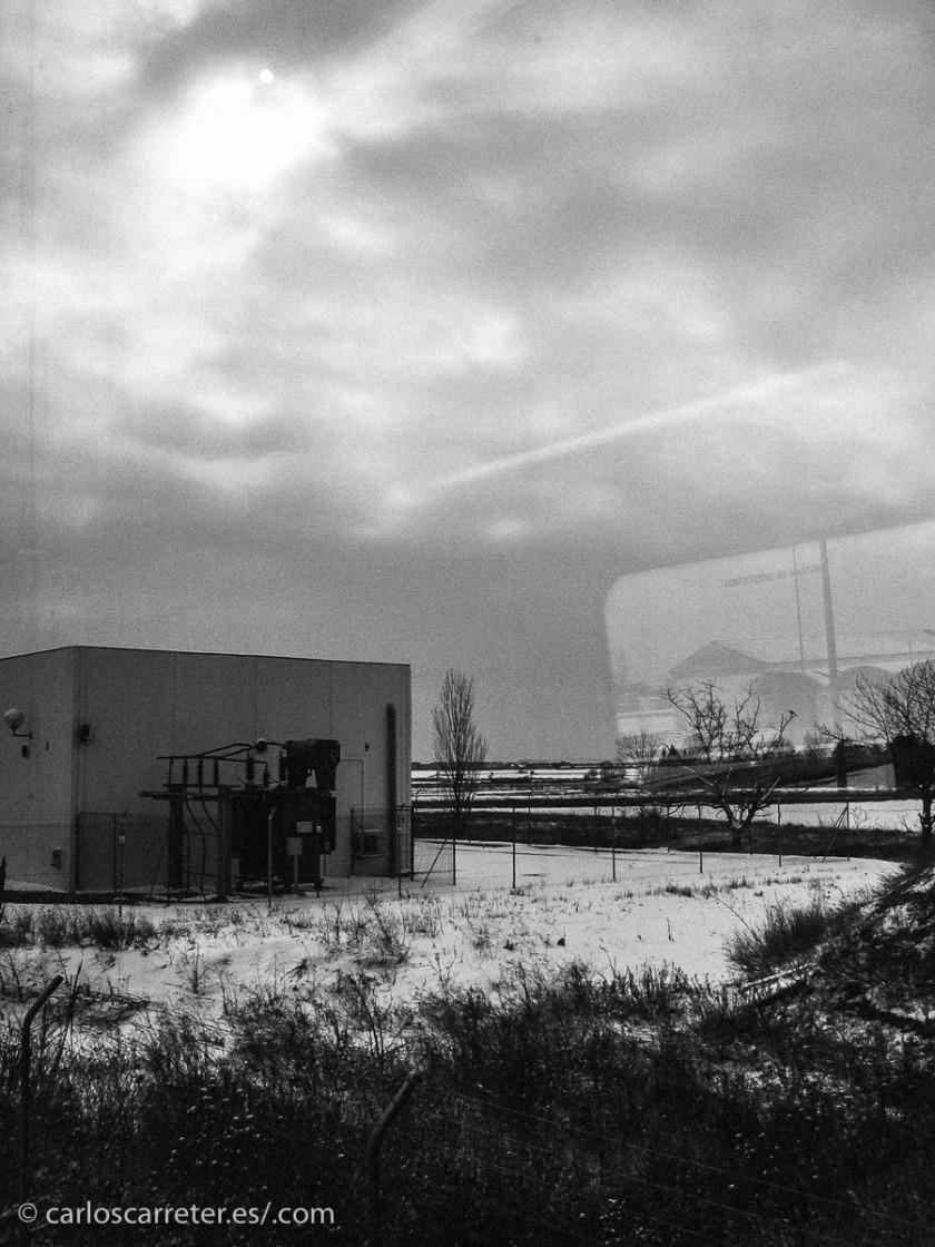 Gran nevada en febrero de 2005, vista desde el tren Huesca-Zaragoza cerca de Tardienta.