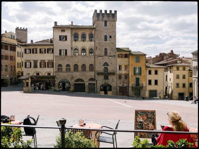Una soleada y agradable mañana en Arezzo, Toscana.