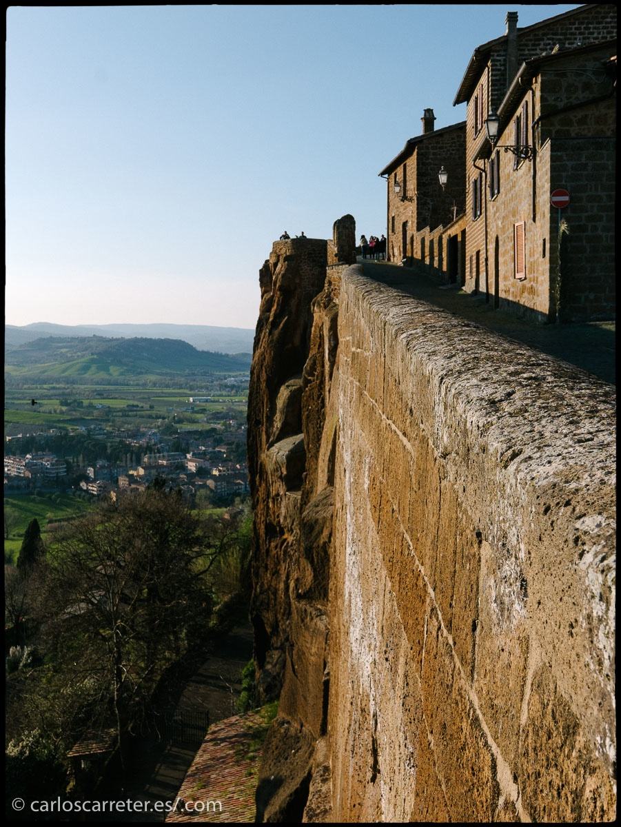 Orvieto se encuentra sobre una meseta elevada sobre su entorno.