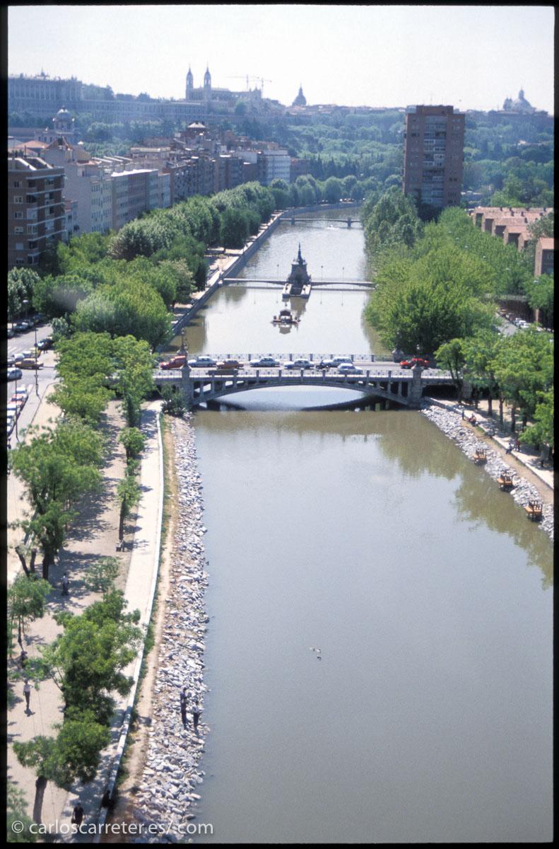 Un Madrid que de todos modos apenas aparece insinuado en la película, tal y como yo lo recuerdo.