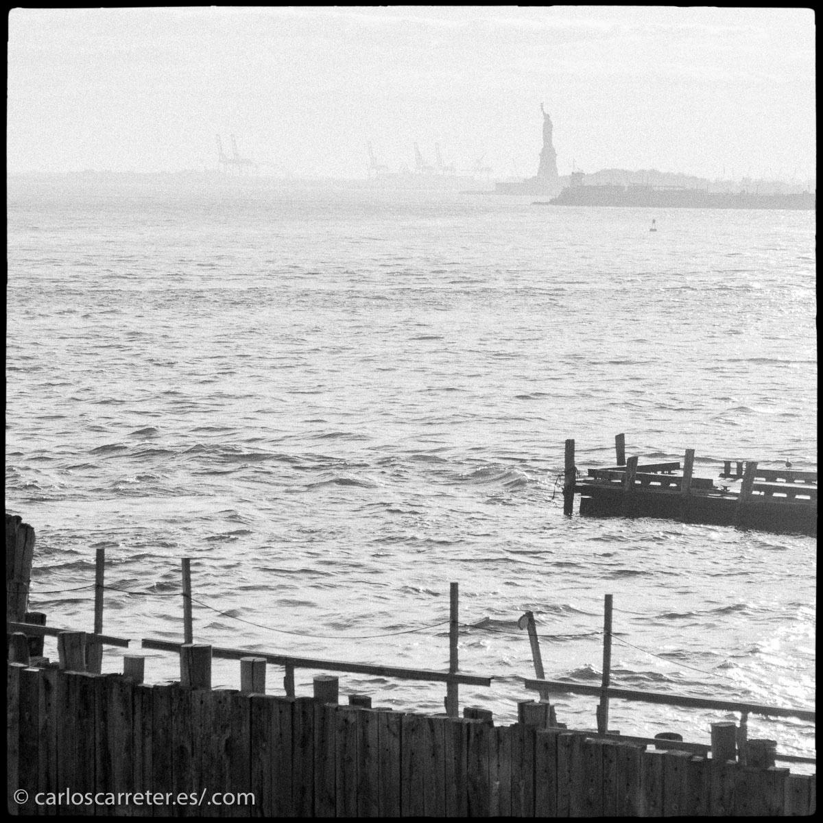 O si la ocasión lo permite, acercarse con el ferry gratuito hasta Staten Island.