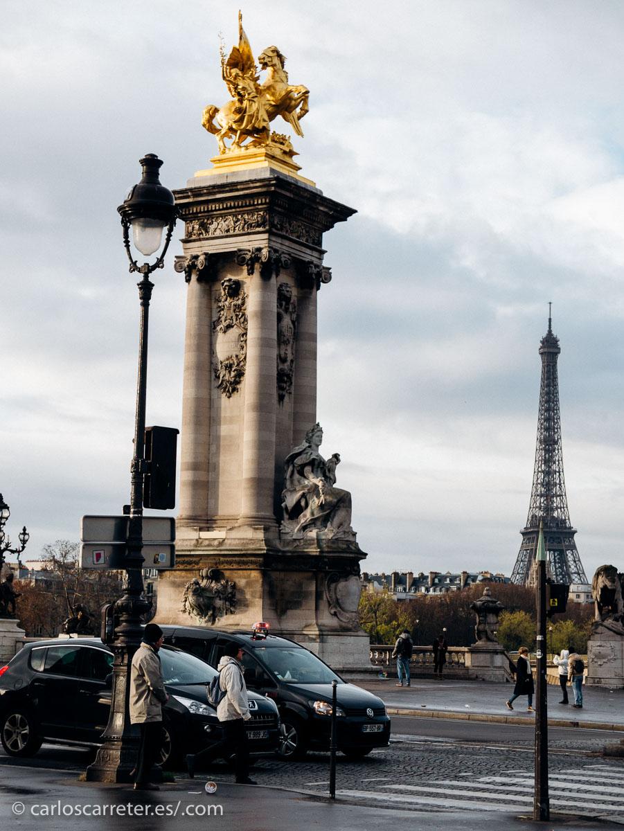 Bien es verdad que parece que se ha rodado en gran medida en la República Checa... cosa de dinero y de conservación del aspecto de las calles... Pero nosotros seguiremos paseando por Paris.