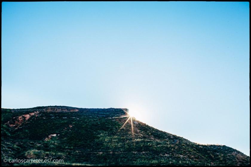 Como muchas ocasiones, acompaño mi entrada televisiva de fotos de mis viajes. Pero en esta ocasión de forma modesta, por Aragón, mi tierra. En el encabezado, visitando el Pozo de Santa Bárbara en las minas de Utrillas, y aquí el amanecer en Martín del Río.