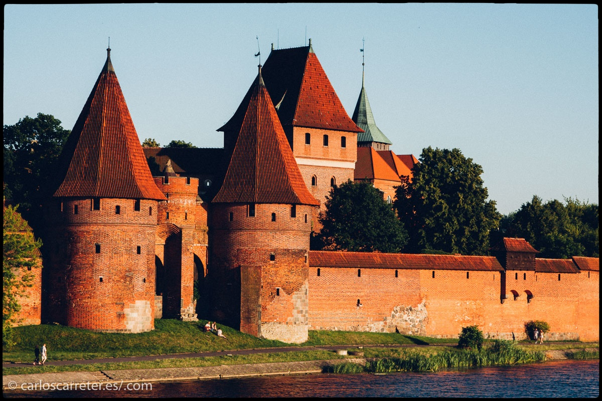 Malbork aparece nombrado en una de las inacabadas novelas; aunque no se si se refiere al lugar de Polonia donde encontramos un vistoso castillo.