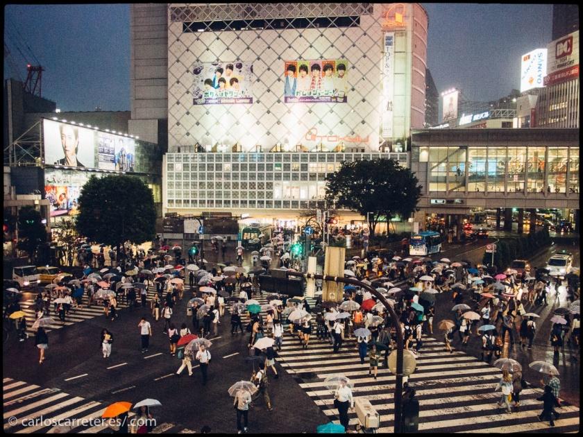 Tanto Shinjuku como Shibuya y su famoso cruce aparecen con frecuencia en pantalla.
