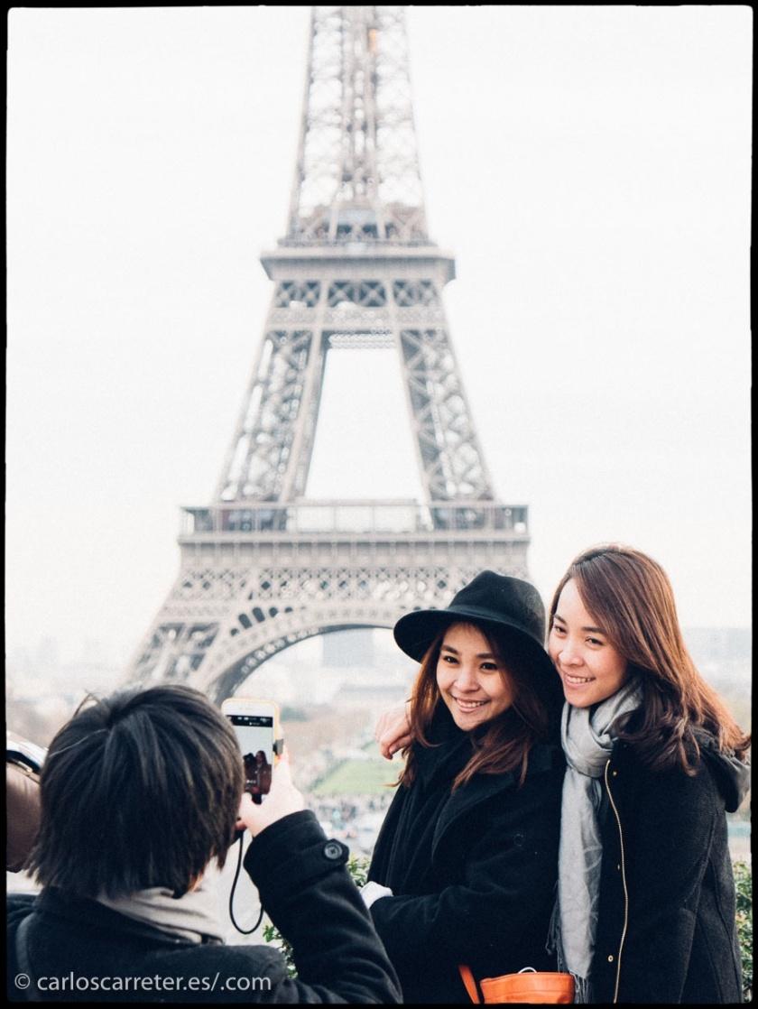 Antaño, cuando veíamos a estas personas, especialmente con cámaras fotográficas, se asumía casi instantáneamente un origen nipón.