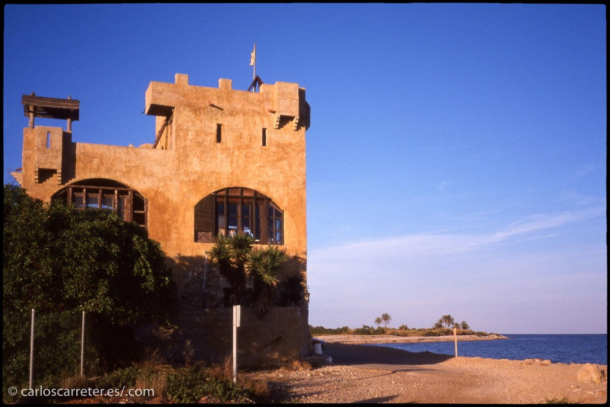 Aunque algunas de estas viejas diapositivas tomadas en Alcocéber, o la propia Peñíscola, mostraban que hubo tiempos en que el paisaje mediterráneo mereció la pena.