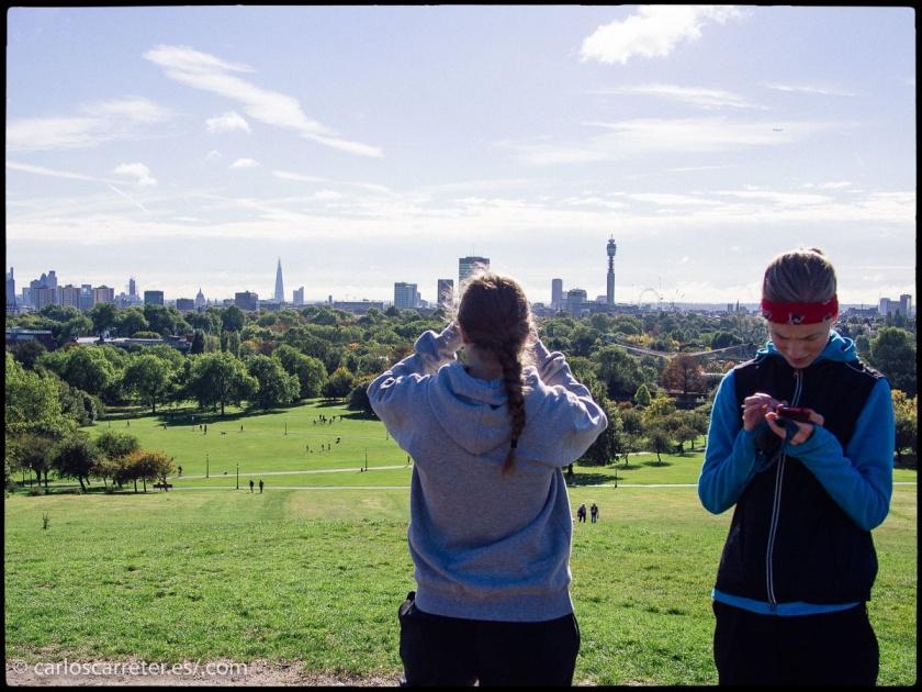 La película de hoy transcurre en Inglaterra y la ilustro con vistas de Londres y Canterbury.