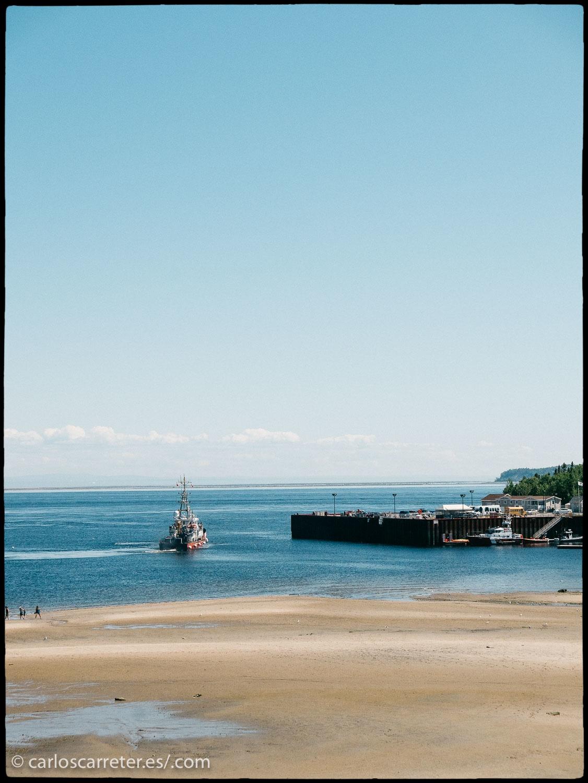 No tengo fotografías de la costa de Nueva Inglaterra, pero el puerto y las playas de Tadousac, en la provincia canadiense de Quebec, servirán para ilustrar el ambiente del filme.