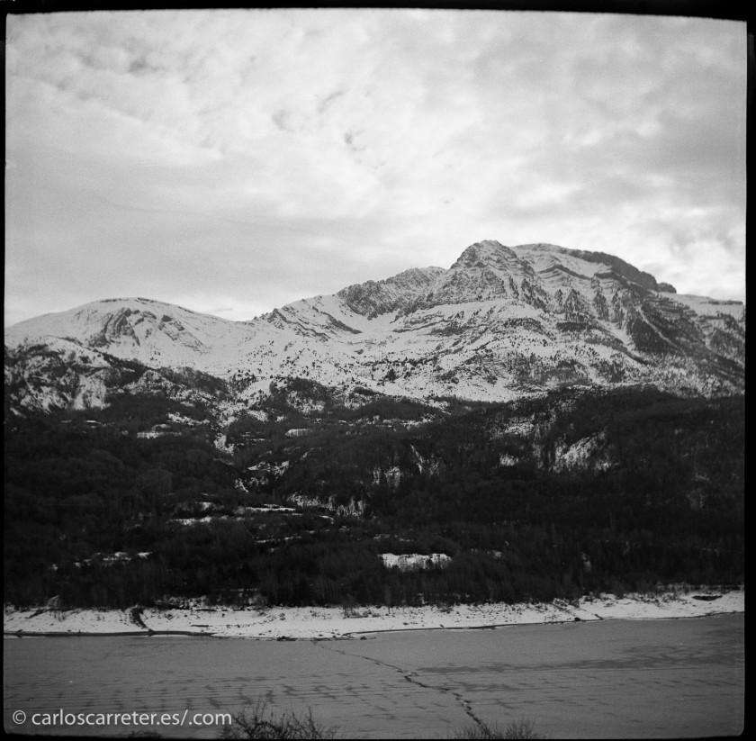 No tengo fotos ni de Australia ni de India, donde transcurre la acción... da igual, las montañas de los Pirineos en el Alto Aragón valdrán esta vez.