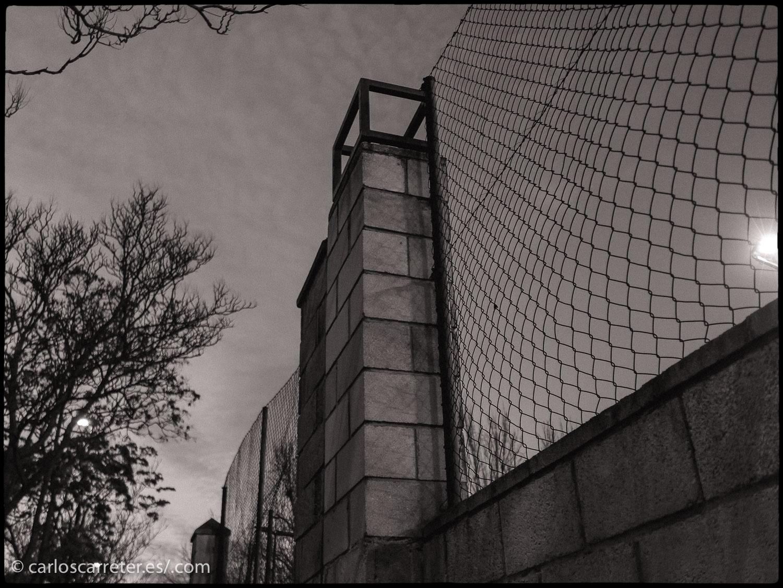 """Fue """"La La Land"""" quien se llevó el Óscar a la mejor dirección de fotografía con su colorida puesta en escena. Pero he estado pensando en alguna muestra de cinematografía en blanco y negro que se ha podido ver recientemente, y por ello he optado por esta colección de vistas monocromas de Zaragoza para ilustrar esta entrada."""