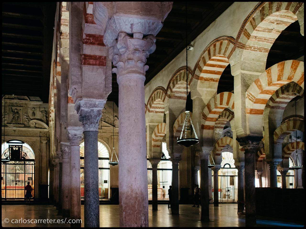 ... la catedral mezquita de Córdoba, en España,...
