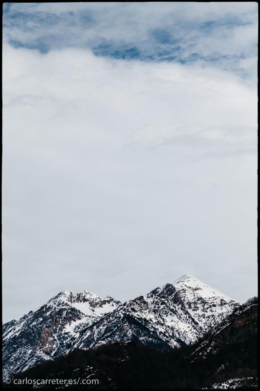 ... o cerca de casa, las cumbres nevadas de los Pirineos en el Alto Aragón, también en España... casi Francia.