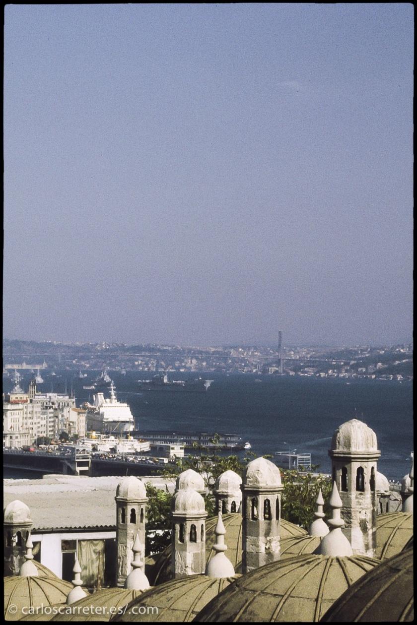 El Bósforo por encima de las cúpulas del Gran Bazar