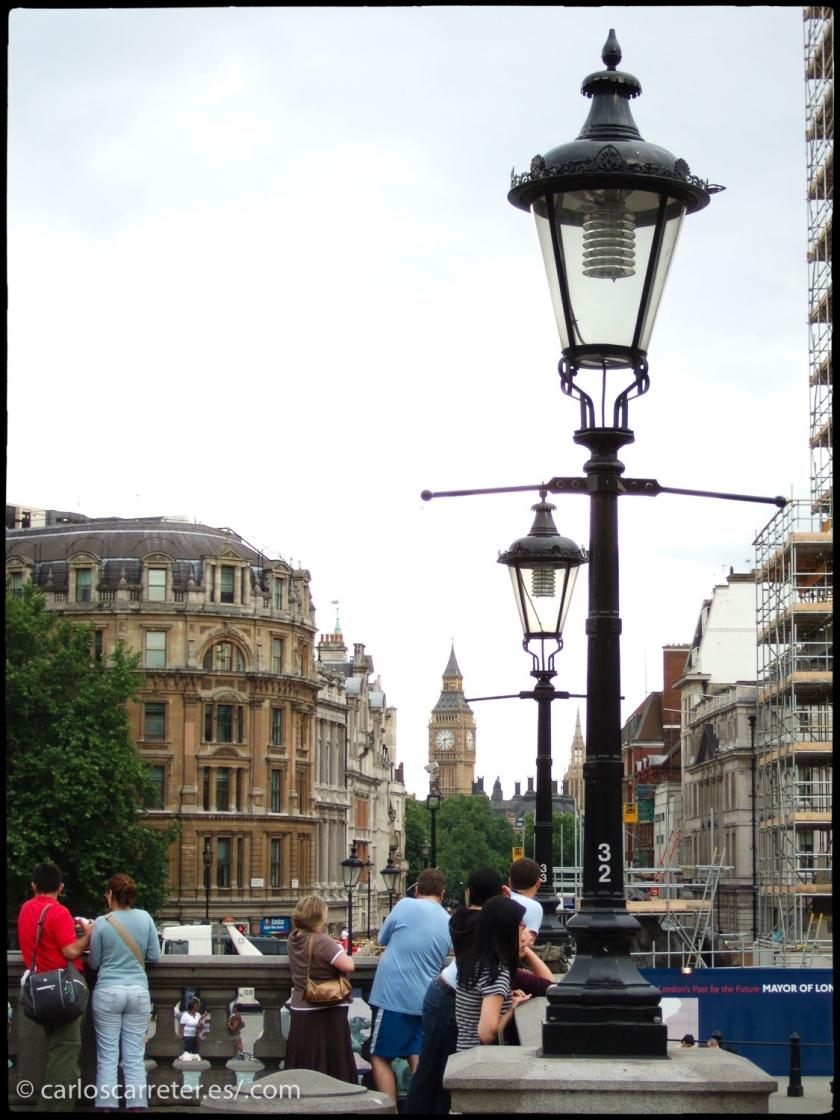 Como lo británico tiene mucha presencia en la entrada de hoy, pasearemos por Londres, especialmente por localizaciones que tienen que ver, de una forma u otra, con la miniserie que comento más abajo.