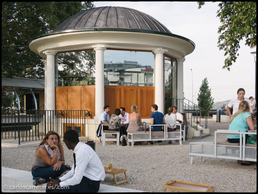 Los jardines de la isla de Rousseau en Ginebra es una de las localizaciones más importantes del cortometraje de Godard.