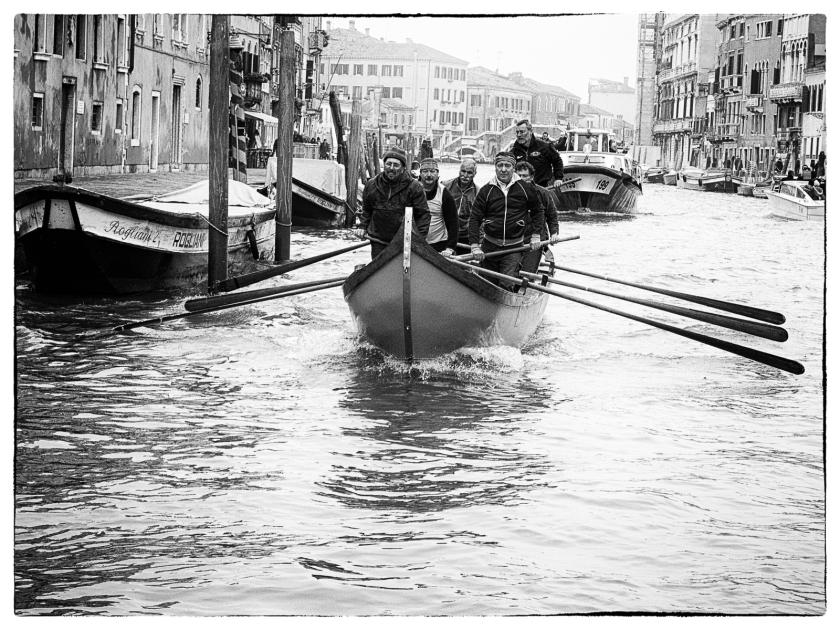 Entrenando la regata en el canal de Cannaregio - Venecia